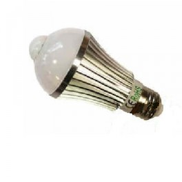 Ampoule Révolutionnaire spot à Leds à détecteur de mouvement intégré 230 Volts culot E27 éclairage blanc